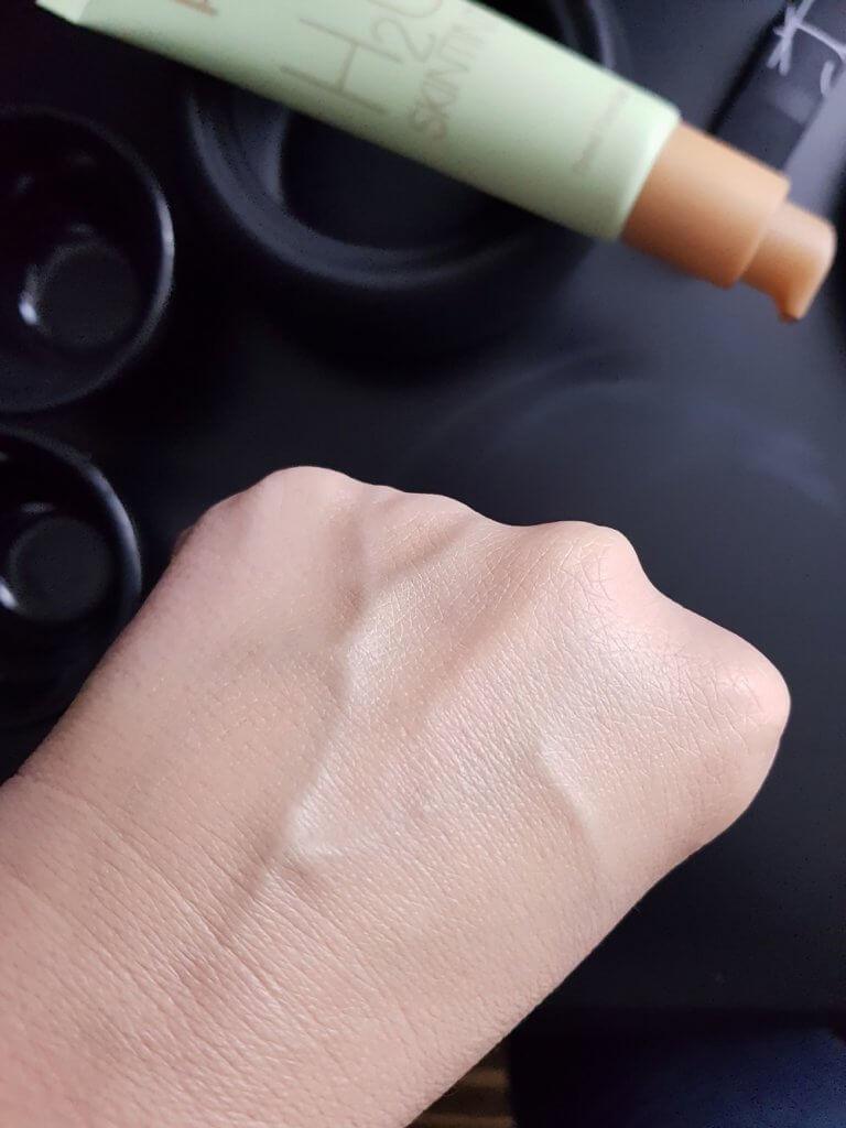 Lekki podkład nawilżający Pixi H2O SkinTint