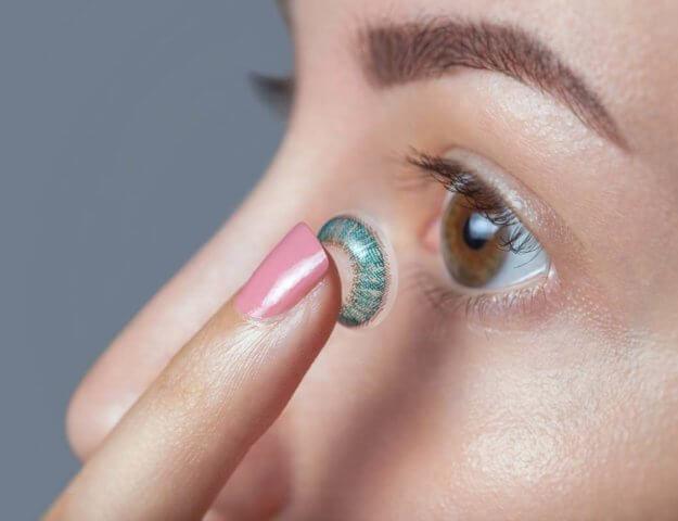 Gdzie kupić i jak dobrać soczewki kontaktowe - mini poradnik