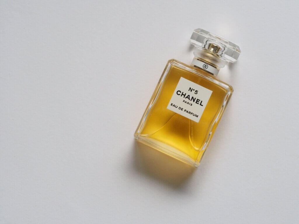 Dlaczego perfumy pachną inaczej